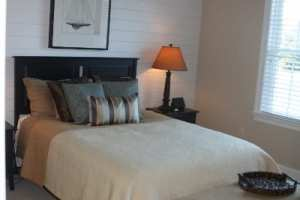 custom-home-middle-bedroom